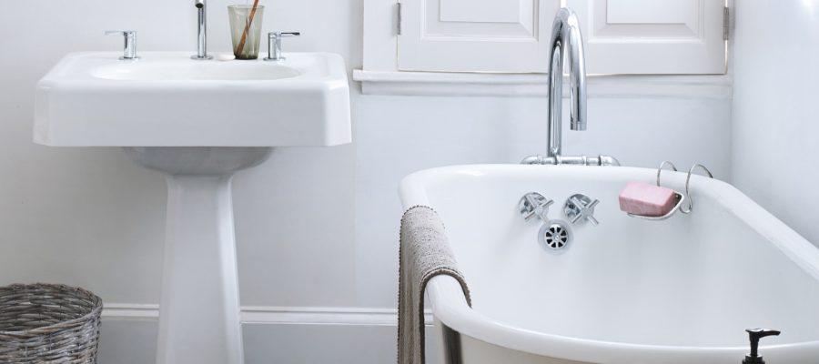 clean bathroom hacks