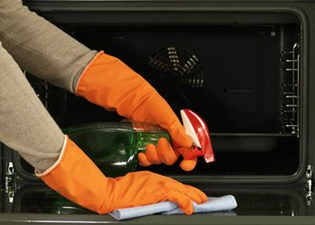 cleaning the oven efficiently